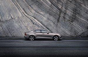 Volvo S60 en XC60 bouwen succes verder uit met geëlektrificeerde motoren, nieuwe uitvoeringen en extra uitrusting