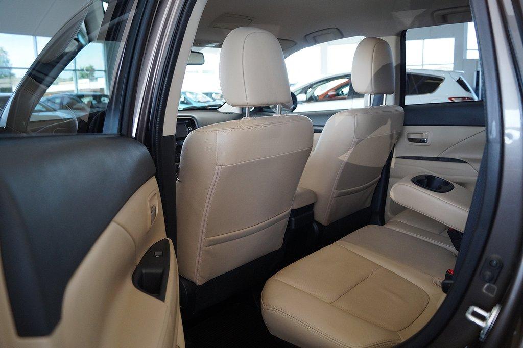 Mitsubishi Outlander 2.2 Di-D 4WD Automat Euro 6 7-sits