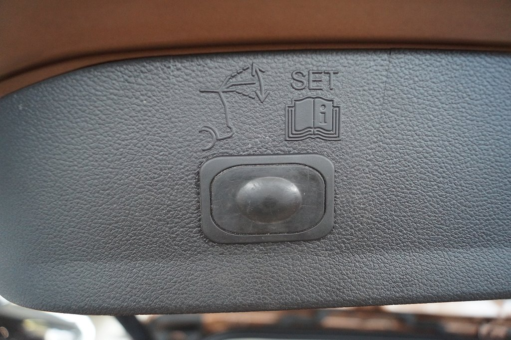 Ford Kuga 2.0 TDCi 163hk 4x4 Powershift Titanium X/Panoramatak