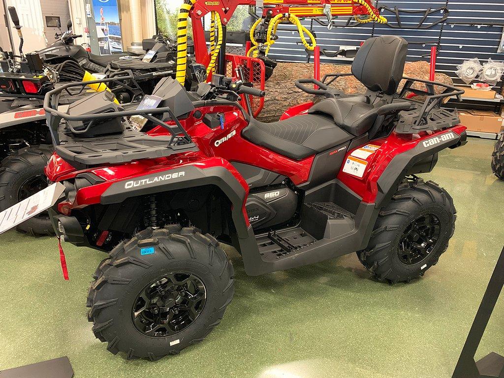 Can-Am Outlander MAX PRO+ T 650 Intense Red Traktor