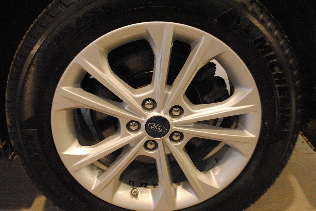 Ford Kuga Titanium 1.5T EcoBoost 150hk *El-drag*