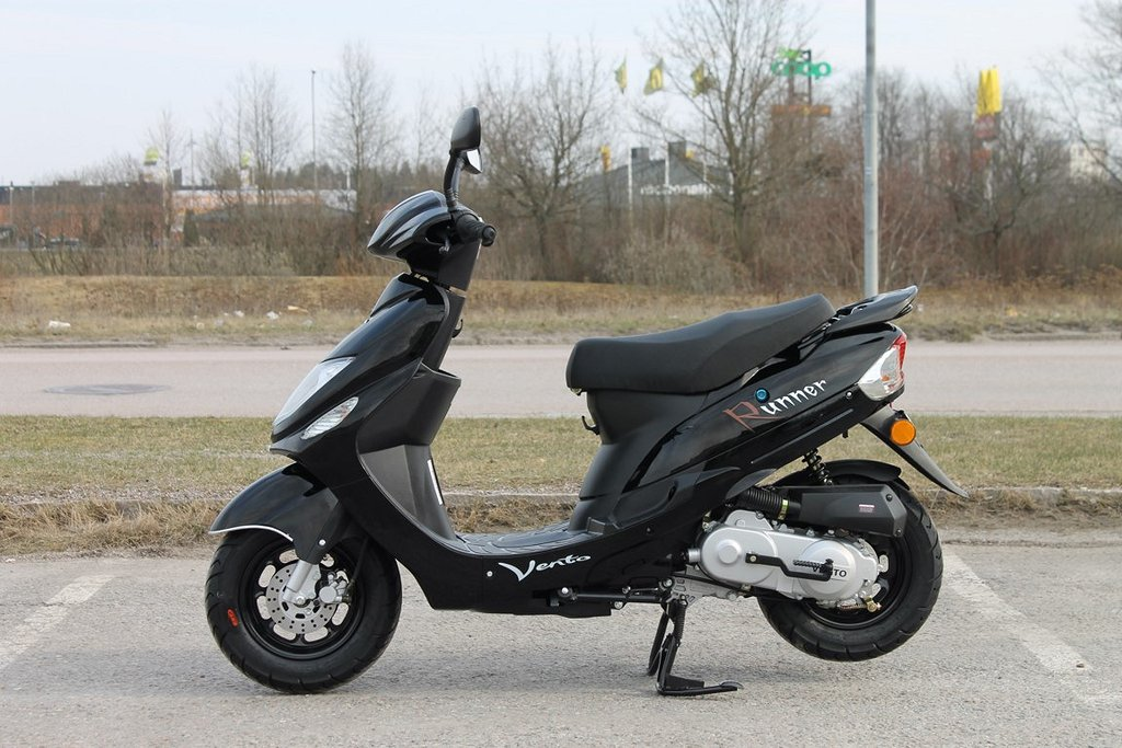 Vento Runner 25 Moped Scooter Svart